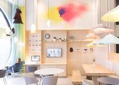 Suite Novotel's colourful reception #interior #design okt.to/hOS8mV