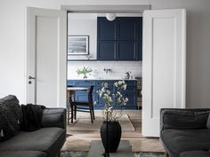 This large turn of the century apartment looks cozy and inviting and has a modest style, expect for the rather bold choice of the blue kitchen, which really stands out here. I think the kitchen looks fresh and spacious and … Continue reading →