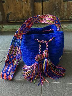 Morral Maya de Otomiartesanal Knitted Bags, Crochet Bags, Fabric Handbags, Boho Bags, Tapestry Crochet, Crochet Home, New Bag, Embroidery Techniques, Hand Knitting