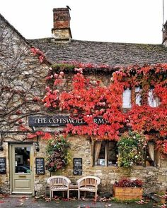 'The Cotswolds Arms' in Burford - Oxfordshire, England British Pub, English Village, England And Scotland, English Countryside, Cabana, The Good Place, Georgia, Beautiful Places, Places To Visit