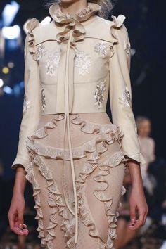 Alexander McQueen Show Ready to Wear Collection Spring Summer 2016 in Paris