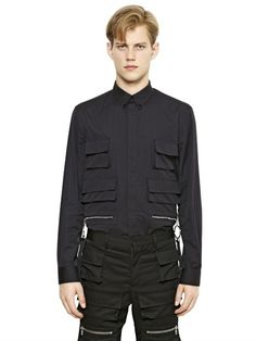 GIVENCHY MULTIPLE POCKETS ON COTTON POPLIN SHIRT £625.00 on luisaviaroma PRE-ORDER > IN ARRIVAL BY APRIL 2015 Button down collar Concealed front button closure Button cuffs Four front flap pockets Two front zip pockets with key holders Colombian fit = Oversize fit Sample size: 40 100%CO