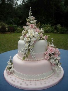Bryllups kage med mange blomster