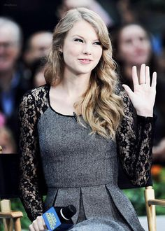 Taylor Swift hair, so pretty! and relaxed!