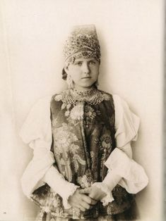 Russian women in national costumes of pre-revolutionary Russia, photos, history of the Russian national costume Russian Beauty, Russian Fashion, Folk Costume, Costumes, Embroidered Apron, Court Dresses, Russian Folk, Russian Style, Russian Art