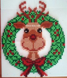 Christmas Reindeer Wreath hama perler beads by deco. Pearler Bead Patterns, Perler Patterns, Pearler Beads, Fuse Beads, Pixel Art Noel, Ideas Decoracion Navidad, Christmas Perler Beads, Art Perle, Illustration Noel