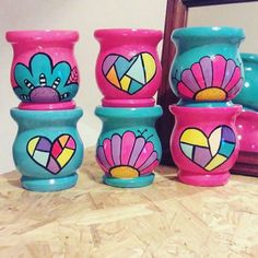 Painted Clay Pots, Painted Flower Pots, Hand Painted, Flower Pot Crafts, Clay Pot Crafts, Pebble Painting, Pottery Painting, Arts And Crafts Projects, Diy And Crafts