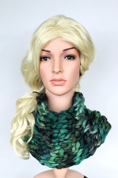 Chunky Knit Scarf Knitted Snood Knit Snood Scarf Bulky Knit Scarf Super Chunky Scarf Oversized Knitting Gift for Girlfriend Green Knit Scarf