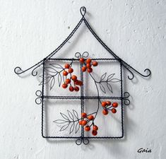 Wire window frame with winter berries Wire Hanger Crafts, Wire Crafts, Metal Crafts, Crafts To Sell, Diy And Crafts, Handmade Christmas, Christmas Crafts, Barbed Wire Art, Heart Wall Art
