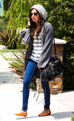 grey hat & baggy sweater. <3