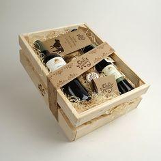 Creative Gift Baskets, Gift Baskets For Men, Creative Gift Wrapping, Creative Gifts, Gift Box For Men, Diy Gift Box, Wine Hampers, Diy Food Gifts, Honey Shop