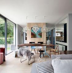 meuble salle à manger moderne de style scandinave - chaises Eames, chaise Panton et suspensions design