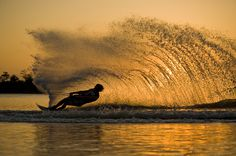~Slalom Water Skiing - My perfect speed was We wore the floation belts… Kitesurfing, Wakeboarding Girl, Slalom Skiing, Ski Boats, Sup Surf, Water Activities, Outdoor Activities, Water Photography, My Escape