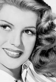 Rita Hayworth, Lipstick and eyelashes are most prominent in the I notice Old Hollywood Stars, Hooray For Hollywood, Hollywood Icons, Old Hollywood Glamour, Golden Age Of Hollywood, Vintage Hollywood, Hollywood Actresses, Divas, Viejo Hollywood