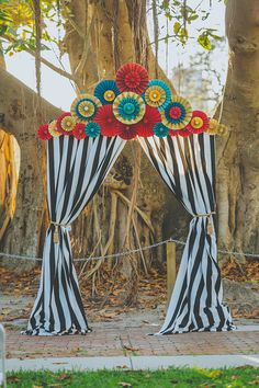 13 Ways to Step Right up to a Vintage Carnival Wedding - Bridalville - Bridalville Vintage Circus Party, Circus Carnival Party, Circus Theme Party, Carnival Wedding, Carnival Birthday Parties, Circus Birthday, Party Themes, Wedding Themes, Circus Theme Decorations