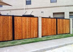 Check out some of the most beautiful privacy fences on the planet. Combine wood, bamboo, composite, etc. with classic metal framework. Landscape Design Small, Modern Fence Design, Small Garden Design, Garden Fence Panels, Diy Fence, Fence Ideas, Gate Ideas, Small Backyard Gardens, Small Backyard Landscaping