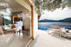Türkiye'nin en romantik otellerinden biri ile gecenizi renklendirelim dedim.☺️ Villa Mahal - Kalkan, tek kelimeyle nefes kesici bir yer. 🏡 www.kucukoteller.com.tr/villa-mahal-kalkan.html?utm_content=buffer3d4a5&utm_medium=social&utm_source=pinterest.com&utm_campaign=buffer