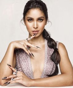 Julia Barretto (born 10 March is a Filipino actress Julia Baretto, Ideal Girl, Filipina Beauty, Liza Soberano, Photo Poses, Most Beautiful Women, Pretty Woman, Eyebrows, Hair Cuts