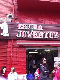 Tens uns copinhos de quibe recheados com Homus, Coalhada seca, Babaganush etc 2.80 cada Vale a pena experimentar. Na frente tem uma loja com produtos do Juventus mais em conta!