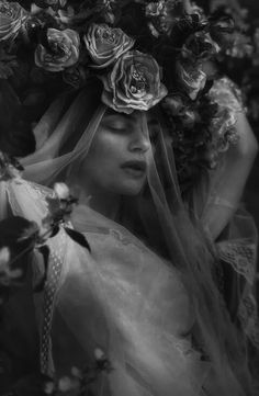☾ Midnight Dreams ☽ dreamy dramatic black and white photography - flowers & veils