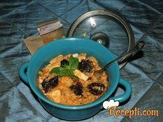 Recept za Moj marokanski rižoto. Za spremanje ovog jela neophodno je pripremiti luk, šargarepu, maslac, krompir, pileće belo meso, paradajz, začin za piletinu, pirinač, so, biber, suve šljive.