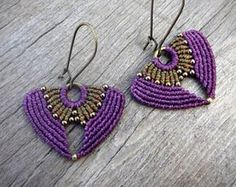 Handcrafted macrame earrings made with Linhasita thread and metal beads - old copper tone / old bronze tone SHIPPING: All orders are shipped with priority and have a tracking number. Peacock Earrings, Macrame Earrings, Macrame Jewelry, Etsy Earrings, Earrings Handmade, Metal Beads, Glass Beads, Or Violet, Brown Earrings