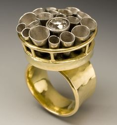 Jeff and Susan Wise: kinetic ring with free floating cones of palladium. Jewelry Art, Gold Jewelry, Jewelry Rings, Fine Jewelry, Handmade Rings, Handmade Jewelry, Unusual Jewelry, Gold Jewellery Design, Statement Jewelry