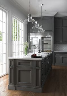 grey kitchen designs Many have started to wonder: are grey kitchen cabinets going out of style? Grey has remained a staple color in kitchen interior design for decades, but some wo Grey Kitchen Cabinets, Kitchen Cabinet Design, Interior Design Kitchen, Kitchen Countertops, Home Design, Kitchen Grey, Design Design, Kitchen Island, Neutral Kitchen