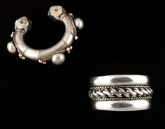 Lot de 2 bracelets en argent. Travail des oasis d'Egypte. L'un constitué d'une très belle tresse encadrée de deux bandes d'argent de toute belle qualité (poinçon de contrôle). L'autre, autour d'un anneau massif, terminé par deux cubes aux angles coupés, est surmonté de trois grosses boules encadrées de perles plus petites. Très belle patine. superbe exemple. Argent Egypte, Nubie