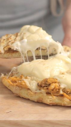 You don't need an oven to make deliciously cheesy chicken flatbread. Casserole Recipes, Pasta Recipes, Keto Recipes, Chicken Recipes, Cooking Recipes, Recipe Chicken, Pasta Casserole, Cooking Box, Camping Cooking