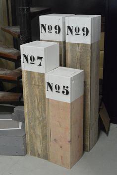 Strandpaal, sokkel, meerpaal met nummer. Origineel en handgemaakt.