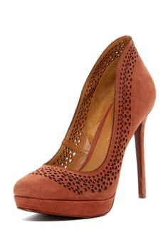 Aerin Spring Pump in Rosewood // cut out detail