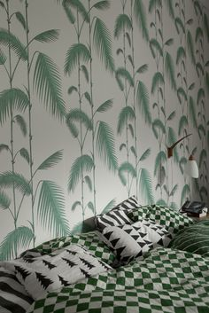 palm print wallpaper // mixed prints // bedroom style // fine little day // pattern afrika galore