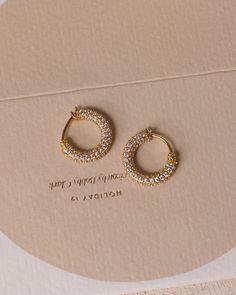 Jewelry Design Earrings, Gold Earrings Designs, Ear Jewelry, Designer Earrings, Cute Jewelry, Bridal Jewelry, Jewelry Accessories, Stud Earrings, Piercing
