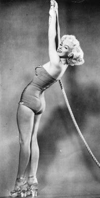 Retro: Marilyn Monroe in Swimsuit - 112 Pics | Curious, Funny Photos / Pictures