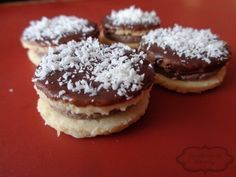 Střapáče Holiday Cookies, Christmas Baking, Doughnut, Sweet Tooth, Cheesecake, Muffin, Food And Drink, Breakfast, Desserts