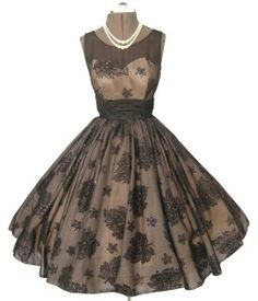 Sometimes i wish i lived in the 50s so i could wear these beautiful dresses! Cocktail dress, 1950's