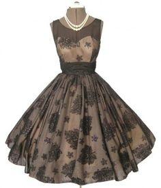 Vestido coctel de los años 50. Inspiración para un vestido de novia romántico y de época.