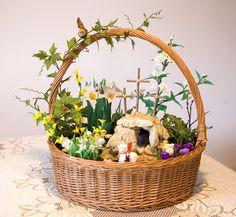 Przykład wykonania dekoracji wielkanocnej ozdabianej kwiatami prezentowanymi w naszych kursach.