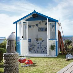 Creative ideas for 2016 on pinterest beach hut interior for Beach hut designs interior