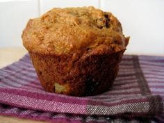 Muffin ananas-carottes | .recettes.qc.ca Carrot Muffins, Breakfast Muffins, Muffin Top, Muffin Recipes, Sweet Bread, Scones, Mousse, Biscuits, Carrots