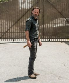 Rick's bad-assery has returned; S7. 'Rock In The Road'