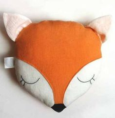 coussin renard dodo Miniboheme Etsy Plus Face features are all hand embroidered. You can also ask to have a name hand embroidered on the back. Simply select the option with embroidered Certified Organic Linen, naturally dyed with no harsh chemicalsCorn Fi Baby Crafts, Diy And Crafts, Kids Crafts, Sewing For Kids, Diy For Kids, Diy Pillows, Cushions, Fox Pillow, Fox Pattern