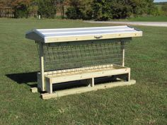 Weather Shield Goat Feeders - Many good ideas, that can be built by yourself. Farm Projects, Animal Projects, Metal Projects, Outdoor Projects, Cattle Farming, Goat Farming, Sheep Feeders, Goat Hay Feeder, Goat Playground
