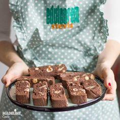 Ciocolata de casa fara zahar / Sugar free homemade chocolate - Madeline.ro Chocolate Protein Bars, Sweets Recipes, Desserts, Homemade Chocolate, Stevia, Sugar Free, Keto, Breakfast, Kitchens
