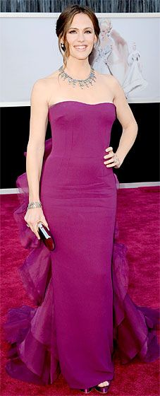 Jennifer Garner looked gorgeous in a custom Gucci gown at the 2013 Oscars