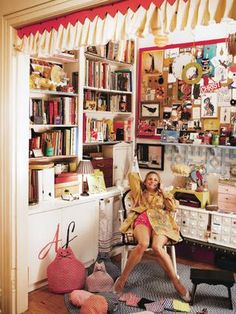 Amy Sedaris' workspace, from article about her new line of fabrics at Windham Fabrics. How cute, what great energy! Amy Sedaris, Small Craft Rooms, Guest Room Office, Windham Fabrics, Textiles, Apartment Therapy, Room Inspiration, Design Inspiration, Bulletin Board