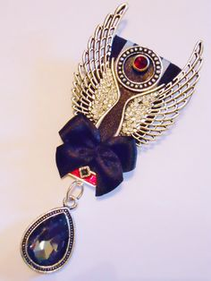 Court mounted bling winged brooch