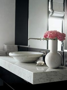 calacata carrara marble from Walker Zanger; possible stone if stone were to be a choice for counter; would try to integrate sink Marble Countertops Bathroom, Bathroom Inspiration, Bathroom Ideas, Bathroom Makeovers, Bathroom Designs, Bathroom Remodeling, Design Inspiration, Beautiful Bathrooms, Small Bathrooms