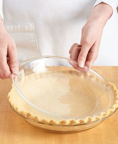 Blind Baking Pie weights work fine for weighing down the bottom of a pie crust — here's a way to keep the sides from sagging, too. Blind Bake Pie Crust, Baked Pie Crust, Homemade Pie Crusts, Pie Crust Recipes, Pie Dessert, Dessert Recipes, Pie Crust Designs, No Bake Pies, Just Desserts